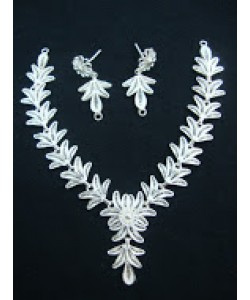 Flower and Leaves Necklace Set