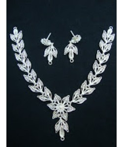 Arty Flower & Leaves Necklace Set
